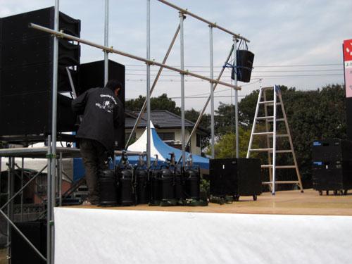 ステージ設営02